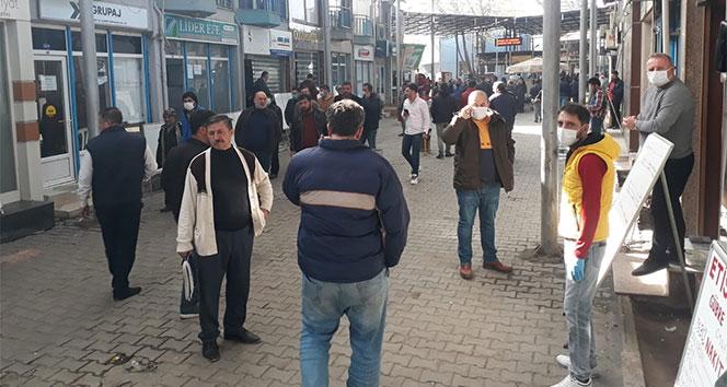 İzmir'de nakliyeciler sitesindeki kalabalık tehlike saçıyor