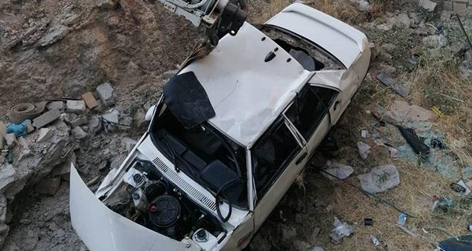 Hurdaya dönen araçtan yaralı kurtuldu!