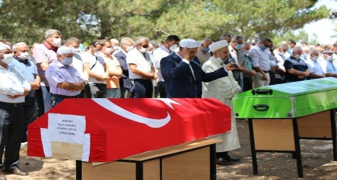 TRAFİK KAZASINDA CANVEREN POLİS İLE AİLESİ TOPRAĞA VERİLDİ