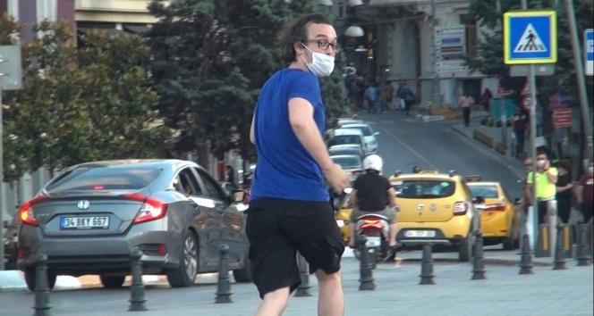Önce sevdi, sonra kaçtı: Taksim'de vatandaşın köpekle imtihanı