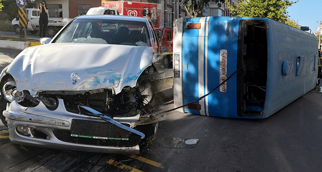 Aksaray'da yolcu minibüsüyle otomobil çarpıştı: 18 yaralı