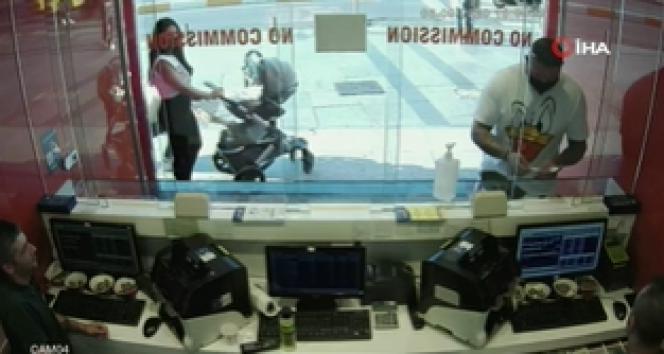Taksim'de şaşkına çeviren telefon hırsızlığı kamerada