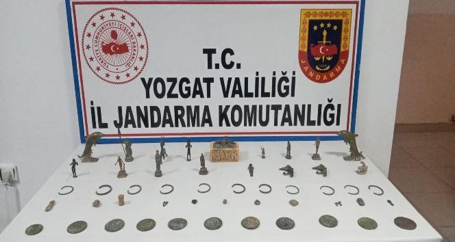 YOZGAT'TA YAKALANAN 4 TARİHİ ESER KAÇAKCISI TUTUKLANDI
