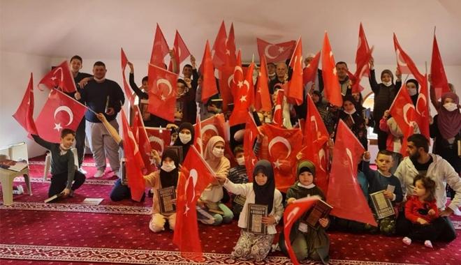 SIRBİSTAN'IN SANCAK BÖLGESİNDE KUR'AN ve BAYRAK SEVİNCİ